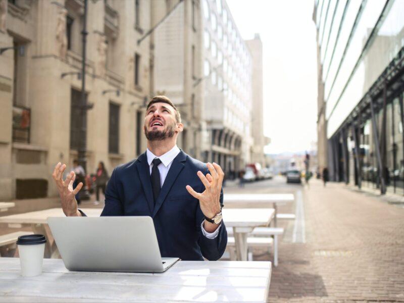 ¿E-mail incendiario? Stop: Estas prácticas de Mindfulness e Inteligencia Emocional pueden ayudarte.